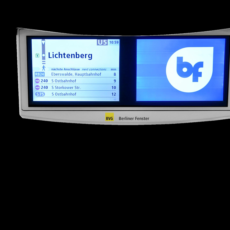 Monitore des Berliner Fenster in der U-Bahn