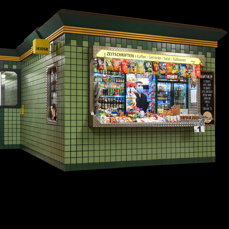 Ein Kiosk in einem Bahnhof. Es stehen drei Personen an um etwas zu kaufen.