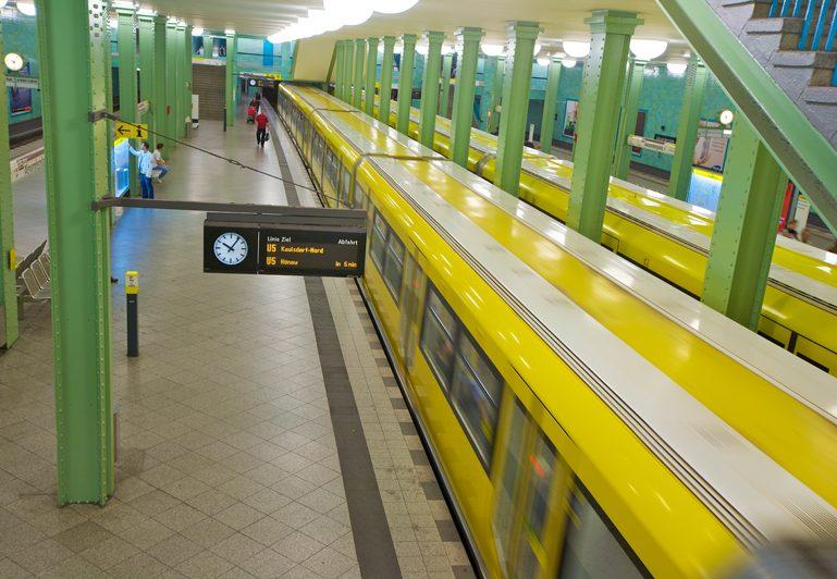 S-Bahn baut, die U5 fährt den ganzen Tag im dichten Takt