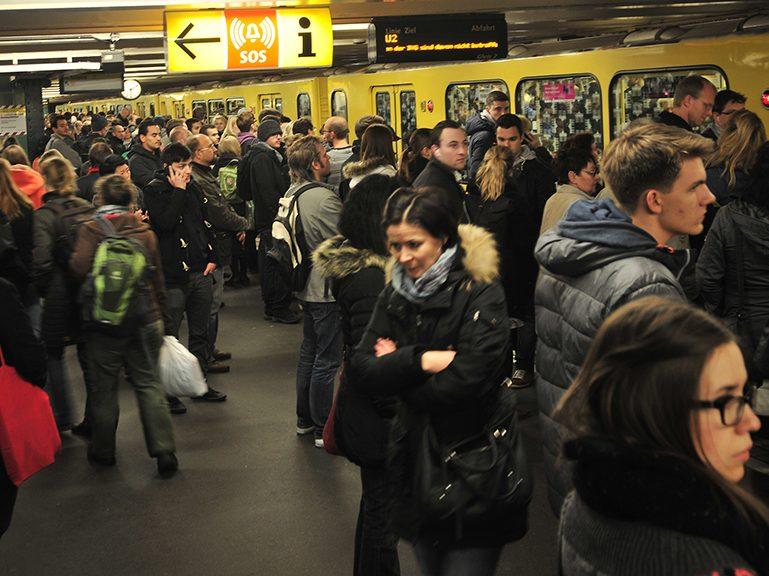 Interviewer in Bus und Bahn gesucht