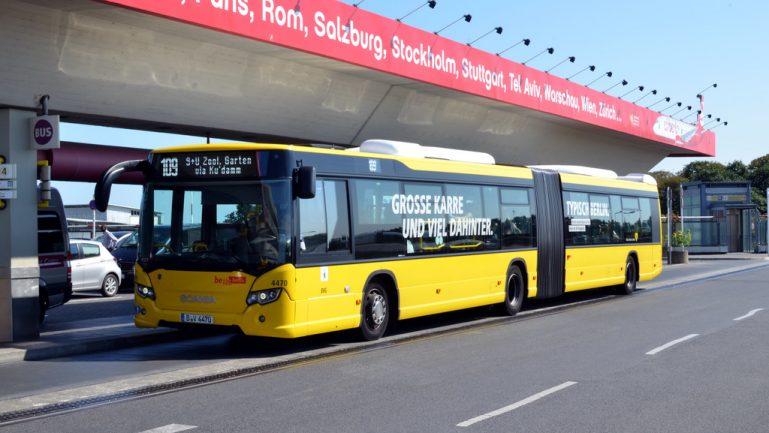 BVG-Shuttlebus zum Impfzentrum Tegel