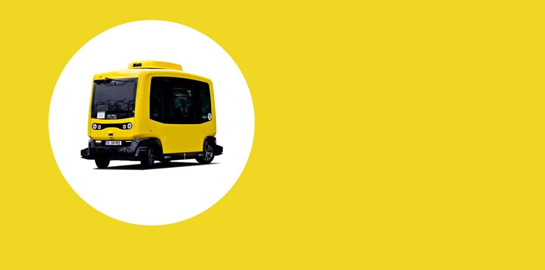 Bild mit einem autonomen Fahrzeug auf einer gelben Fläche