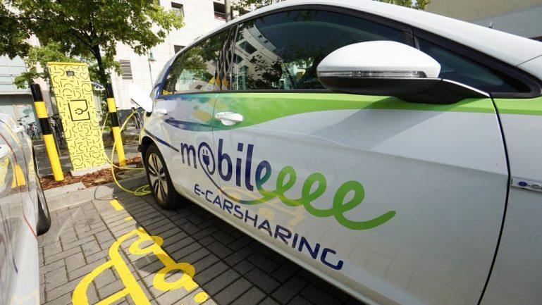 Vollelektrische Fahrzeuge in der Jelbi-app buchbar