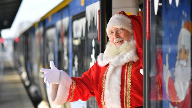Der Weihnachtsmann fährt U-Bahn